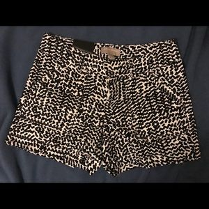 """4 1/2"""" Black and White Patterned Shorts"""